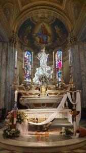 L'altare della Basilica nella solennità di Pasqua